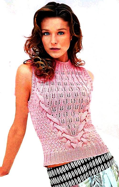 Розовая блузка.
