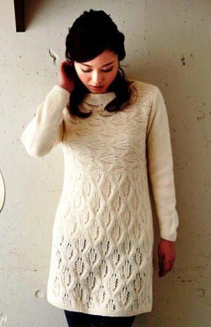 Белое  уютное платье