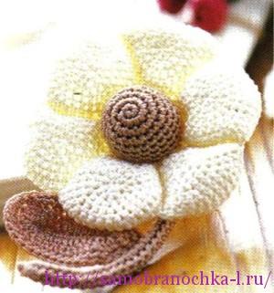 Коллекция цветов, связанных крючком